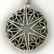 Silver Antique Round Locket w/ Pearl