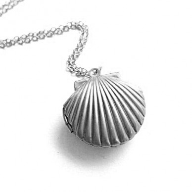 "Silver Plated Seashell Photo Locket w/ 18"" Chain"